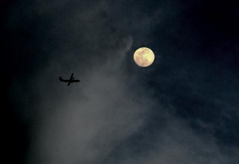 Fotografiando la luna (Foto: José Luis Sandoval)