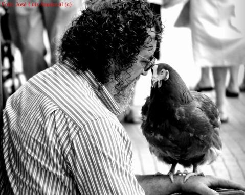 El  hombre que susurraba a las gallinas (Foto: José Luis Sandoval)